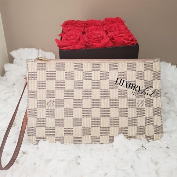 Louis Vuitton Handbags - 🖤Louis Vuitton Damier Azur Wristlet
